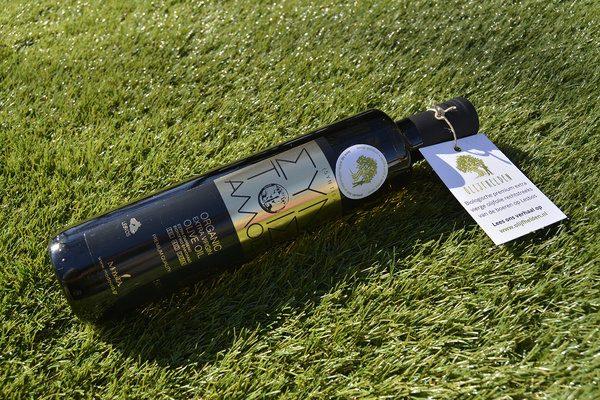 bottle-with-hangtag 600x400