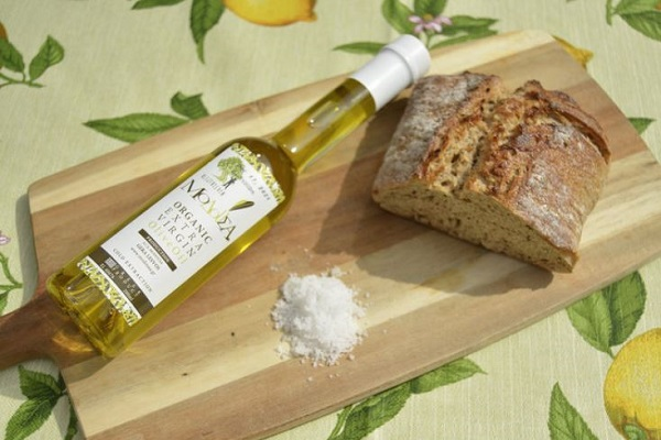 organic olive oil and bread